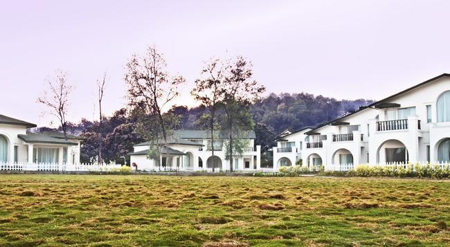 The Hridayesh Spa Wilderness Resort - Dhikuli - Building