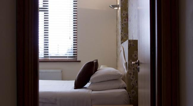 The Brent Hotel - Harrow - Bedroom