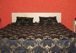 Falcons Nest Banjara Hills - Hyderabad - Bedroom