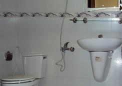 Thien Hong Guesthouse - Ho Chi Minh City - Bathroom