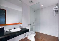 7 Days Premium Kuta Bali - Kuta (Bali) - Bathroom