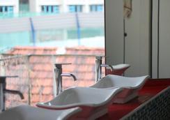 Green Kiwi Backpacker Hostel - Singapore - Bathroom