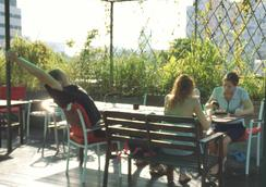 Green Kiwi Backpacker Hostel - Singapore - Patio