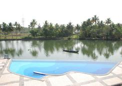 Mermaid Hotel - Kochi - Pool