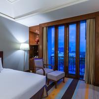 Chatrium Hotel Royal Lake Yangon Guestroom