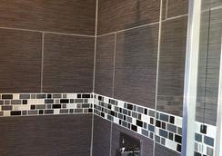 Duval Gardens - Key West - Bathroom