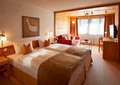 Gstaaderhof Swiss Quality Hotel - Gstaad - Bedroom