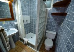 Blue Tang Inn - San Pedro Town - Bathroom