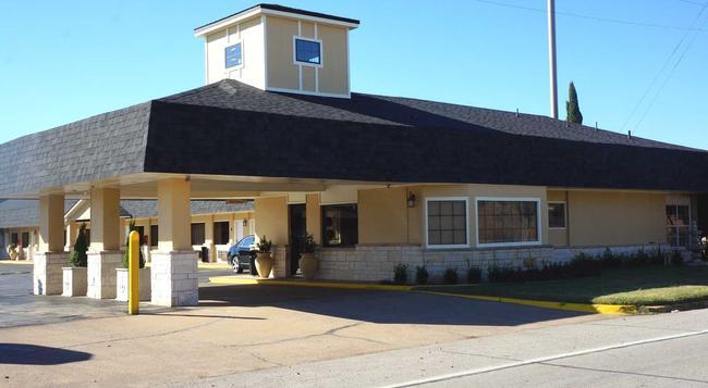 Hotel Vernon - Vernon - Building
