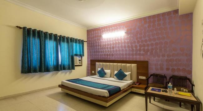 Modesty Hotel - New Delhi - Bedroom