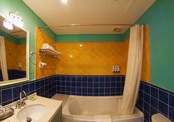 Michael's Inn & Suites - Yangshuo - Bathroom