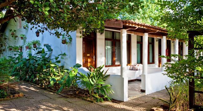 Mediterraneo Hotel - Dar Es Salaam - Building