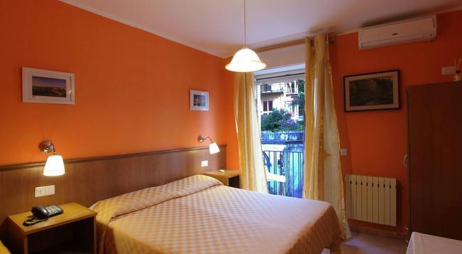 Hotel Innpiero Taormina - Taormina - Bedroom