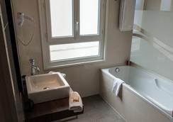 Hotel Amirauté - Cannes - Bathroom