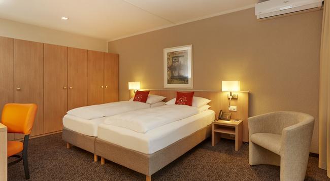 Ramada Hotel Arcadia Locarno - Locarno - Bedroom
