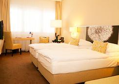 H+ Hotel Zurich - Zurich - Bedroom