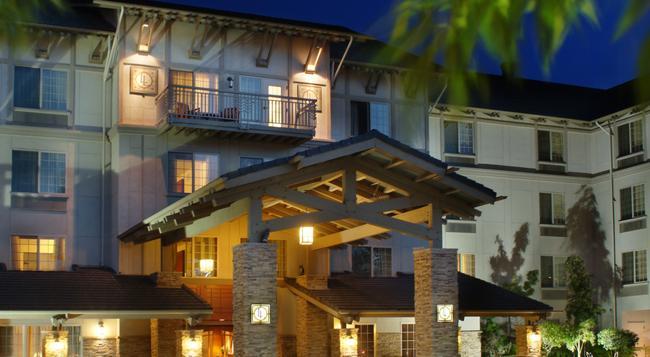 Larkspur Landing Bellevue - An All-suite Hotel - Bellevue - Building