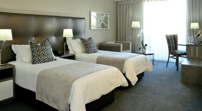 Lagoon Beach Hotel - Cape Town - Bedroom