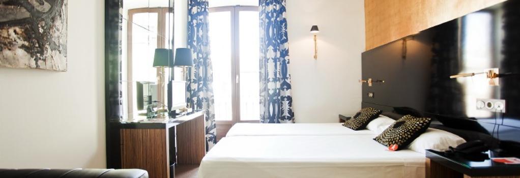 Room Mate Leo - Granada - Bedroom