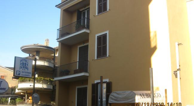 Le Petit Hotel - Monterotondo - Outdoor view