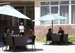 Hotel Tagaytay - Karakol - Outdoor view