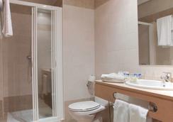 Hotel Infantas de León - León - Bathroom