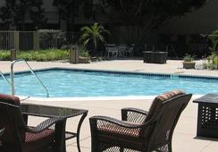 Fullerton Marriott at California State University - Fullerton - Pool