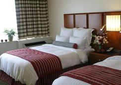 Fullerton Marriott at California State University - Fullerton - Bedroom