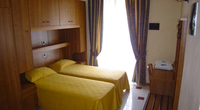 Hotel Mari 2 - Rome - Bedroom
