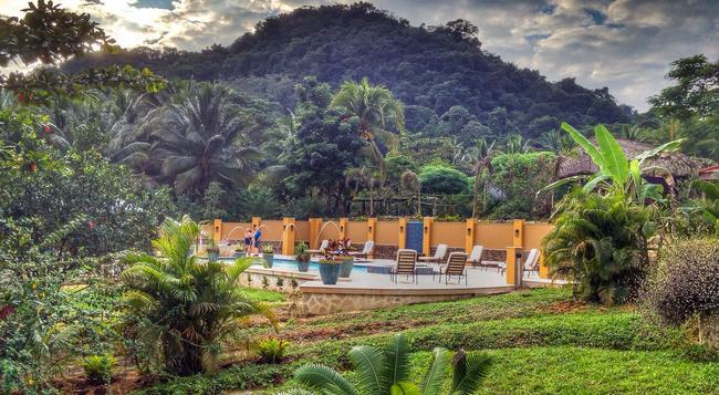 Sleeping Giant Rainforest Lodge - Belmopan - Building