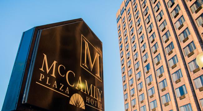McCamly Plaza Hotel - Battle Creek - Building