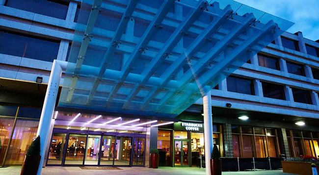 Renaissance London Heathrow Hotel - Hounslow - Building