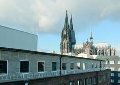 Stern am Rathaus - Cologne - Attractions
