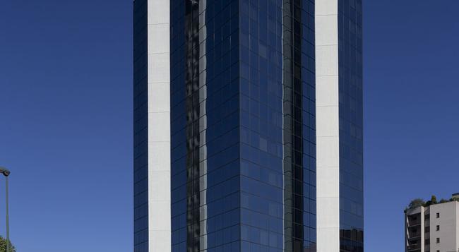 B&B Hotel Milano Sesto - Sesto San Giovanni - Building