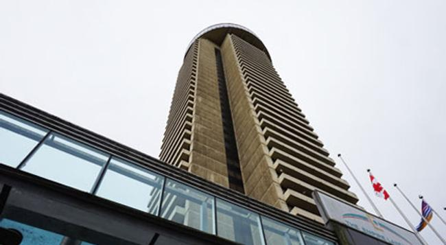 Empire Landmark Hotel - Vancouver - Building