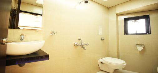 La Hotel Metro - Mumbai - Bathroom