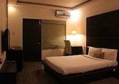 Shamrock Groove Boutique Inn - Bangalore - Bedroom