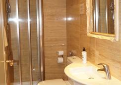 Hotel Caballero Errante - Madrid - Bathroom
