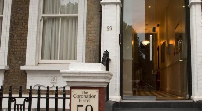 Coronation Hotel - London - Building