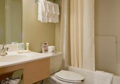 Meadowlands Plaza Hotel - Secaucus - Bathroom
