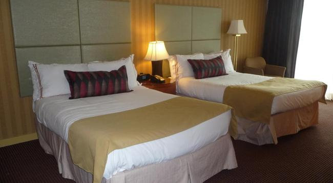 Executive Suites Hotel & Conference Centre Burnaby - Burnaby - Bedroom