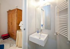 2 Be Home Colosseo - Rome - Bathroom