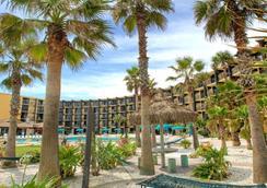 Hawaiian Inn Daytona Beach By Sky Hotels And Resort - Daytona Beach - Building