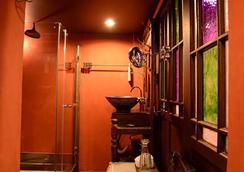 Old Capital Bike Inn - Bangkok - Bathroom