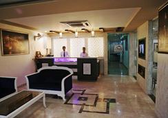 Hotel Dolphin International - Varanasi - Front desk