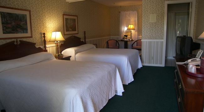 Cedar Crest Inn - Camden - Bedroom