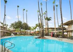 Ramada San Diego North Hotel & Conference Center - San Diego - Pool
