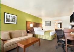 Ramada San Diego North Hotel & Conference Center - San Diego - Bedroom