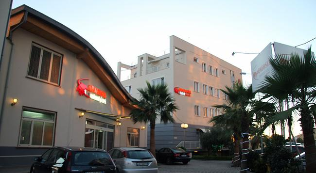 Aragosta Hotel - Durres - Building