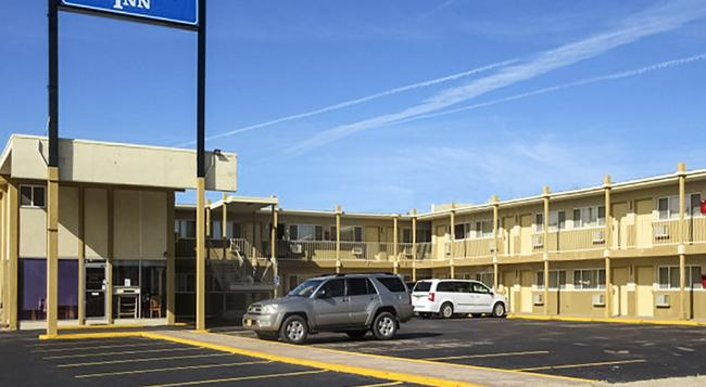 Rodeway Inn - Dodge City - Building
